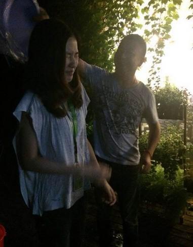 首位美女迎战 骏梦vp朱蓓蓓深夜完成湿身冰桶挑战